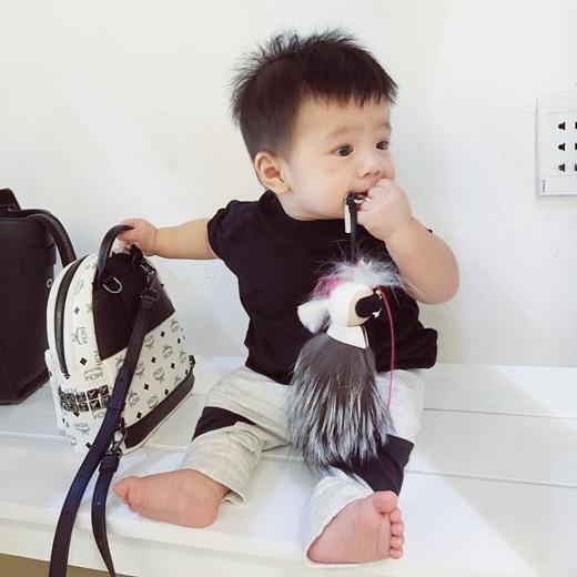 Liêu xiêu với cậu bé 9 tháng có gu thời trang siêu sành điệu