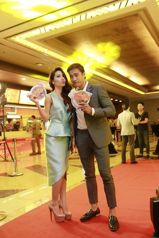 Diễm My và Linh Sơn trở thành cặp đôi trong Kungfu Phở. - Tin sao Viet - Tin tuc sao Viet - Scandal sao Viet - Tin tuc cua Sao - Tin cua Sao