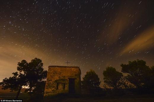 Bầu trời lí tưởng để quan sát sao băng ở Obanos, miền Bắc Tây Ban Nha.
