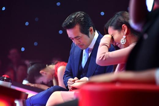Lưu Hương Giang ngượng ngùng khi được nhạc sĩ Dương Khắc Linh cầm tay. - Tin sao Viet - Tin tuc sao Viet - Scandal sao Viet - Tin tuc cua Sao - Tin cua Sao