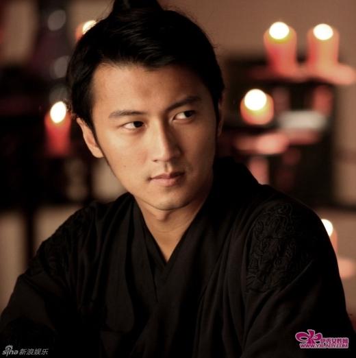 Mọi người đều biết Tạ Hiền vì nợ nần mà bán con trai Tạ Đình Phong cho Anh Hoàng