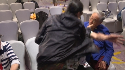 Bố Tạ Đình Phong tát thẳng vào mặt sao gạo cội của TVB