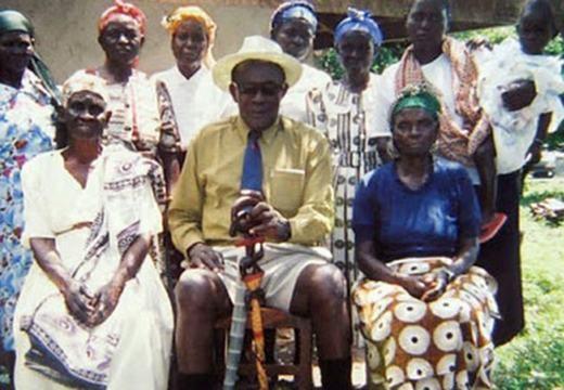 Người đàn ông kết hôn nhiều nhất thế giới hiện đang sống ở Kenya, với tổng số lần đám cưới lên đến con số 100.