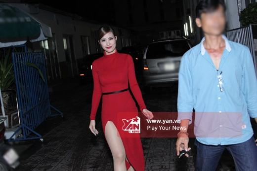 Đông Nhi vô cùng xinh đẹp với bộ đầm đỏ. - Tin sao Viet - Tin tuc sao Viet - Scandal sao Viet - Tin tuc cua Sao - Tin cua Sao