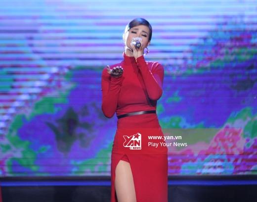 Đông Nhi được fan hộ tống đến tận điểm diễn - Tin sao Viet - Tin tuc sao Viet - Scandal sao Viet - Tin tuc cua Sao - Tin cua Sao
