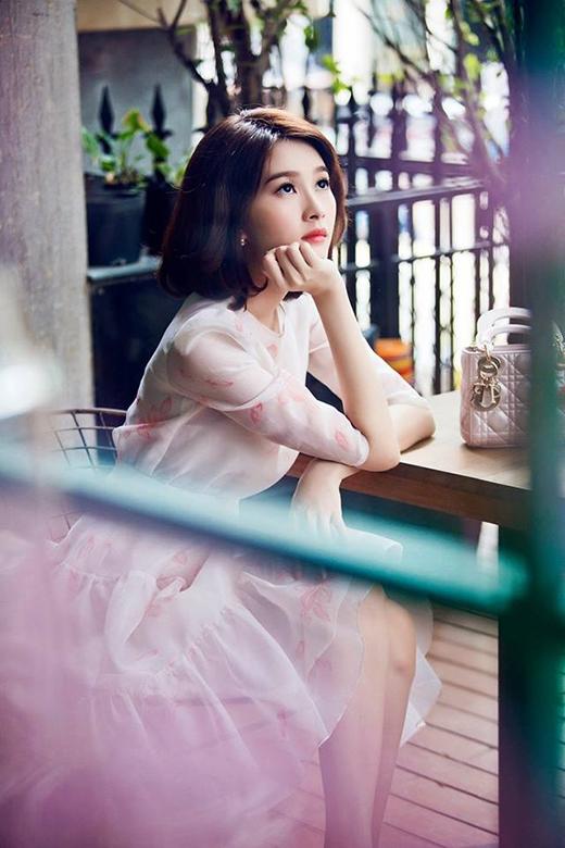 Vốn yêu thích vẻ ngoài điệu đà, nữ tính nên những thiết kế váy xòe luôn là lựa chọn hàng đầu của Thu Thảo.