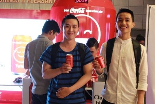 Coca Cola trình làng bộ sưu tập sticker chính chủ đầu tiên