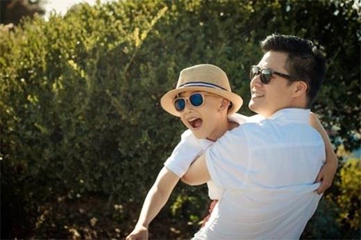 Ông bố nào ẵm con chuyên nghiệp nhất showbiz Việt? - Tin sao Viet - Tin tuc sao Viet - Scandal sao Viet - Tin tuc cua Sao - Tin cua Sao