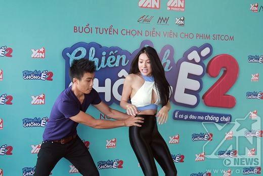 Yaya diễn xuất ăn ý cùng các ứng viên nam trong buổi public casting của Chiến dịch chống ế.