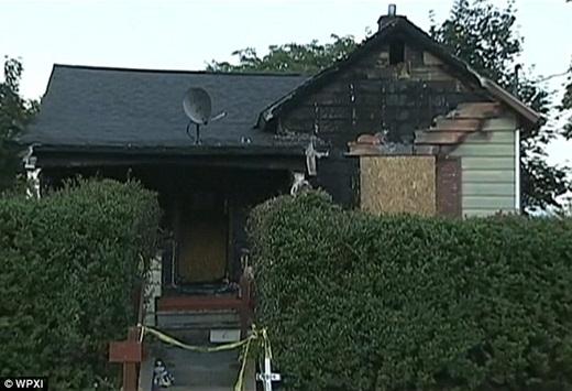 Căn nhà của gia đình anh Terry đã hoàn toàn bị hư hại sau đám cháy.