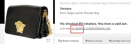 Túi da đen đeo chéo có giá khoảng 53 triệu đồng.