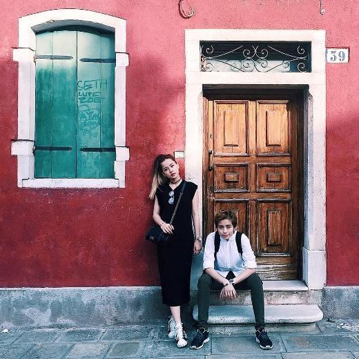 Hai cô nàng du lịch tại nước Ý.