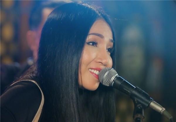Nữ ca sĩ tự ví mình như 'con chim ẩn mình chờ chết'.