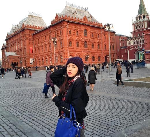 Phương Ly vui vẻ khi được tới thành phốMoskva.