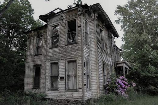 Đây là ngôi nhà bị bỏ hoang từ năm 1968, chủ nhân của nó là cảnh sát trưởng Carter ở Buffalo, New York. Ông đã tự sát trong đó và đến nay, nhiều người vẫn nghe thấy tiếng la hét phát ra từ nơi này.