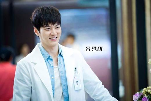 Mới đây, người hâm mộ một lần nữa được nhìn thấy Joo Won với bộ blouse trắng trong bộ phim Yong Pal. Được biết nhân vật của Joo Won cũng là một vị bác sĩ tài năng nhưng lại gặp khó khăn về tài chính. Thế nên anh đã bất chấp tất cả, thậm chí là những việc trái với lương tâm để kiếm tiền.