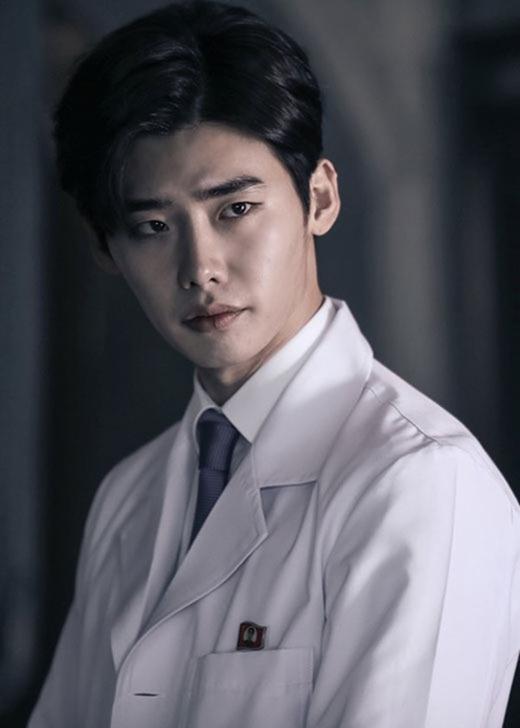 Bác sĩ thiên tài Park Hoon do Lee Jong Suk thể hiện trong bộ phim Doctor Stanger là một vai diễn có chiều sâu tâm lí và tính cách độc đáo. Ở anh luôn toát lên vẻ quyến rũ đặc biệt và luôn tạo cho người khác cảm giác mình là một ẩn số. Vai diễn này đã giúp Lee Jong Suk mang về khá nhiều giải thưởng trong các lễ trao giải.