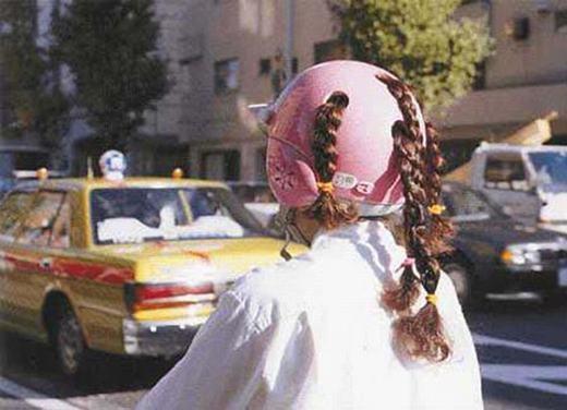 Với chiếc mũ bảo hiểm này, bạn sẽ không lo tóc mất kiểu nữa.