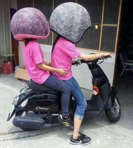 Đã là cặp đôi thì phải chơi mũ đôi. Nhưng nó có quá lớn không ta?
