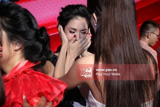 Những hàng nước mắt lăn dài trên gương mặt huấn luyện viên Giọng hát Việt khiến người hâm mộ xúc động. - Tin sao Viet - Tin tuc sao Viet - Scandal sao Viet - Tin tuc cua Sao - Tin cua Sao