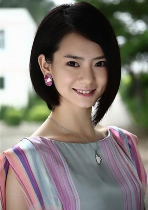 Thích Vi (2,77 tỉ đồng): Thích Vi không phải là sao nữ đẹp và nổi tiếng nhất của Hoa ngữ nhưng cô lại nổi tiếng với phong cách thẳng thắn, không cúi mình trước quyền lực lẫn tiền bạc. Cũng vì vậy mà mời cô đi hầu rượu là điều cực kì khó khăn.