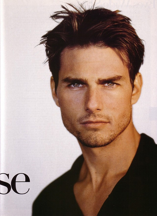 Tom Cruise cũng từng có một thời gian dài khổ sở với nghi án đồng tính. Đặc biệt từ sau khi bài báo 5 dấu hiệu chứng minhTom Cruise là người đồng tính của báo Angeles Weekly được phát hành, nhiều người càng tin vào điều này hơn. Thậm chí anh còn được cho rằng có quan hệ tình cảm bí mật với David Beckham.