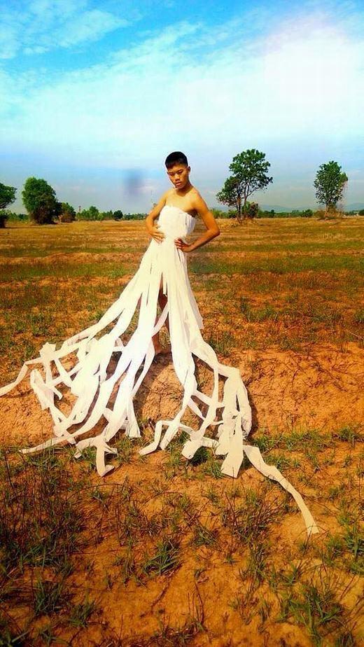 Theo bạn thì cậu ấy mất bao nhiêu cuộn giấy vệ sinh cho thiết kế này?