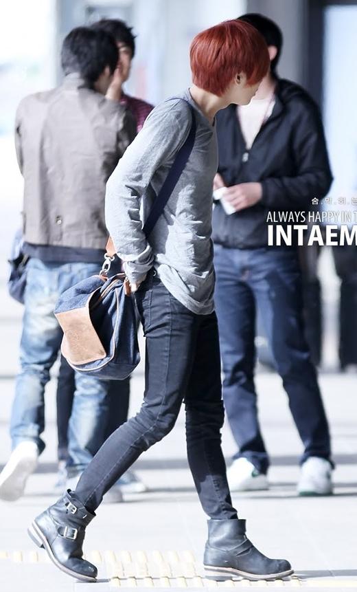Dù trưởng thành cả trong âm nhạc lẫn vẻ ngoài nhưng vóc dáng mảnh khảnh vẫn gắn liền với hình ảnh của Taemin (SHINee). Chính vì vậy, việc anh chàng sở hữu đôi chân nuột nà không khiến mọi người bất ngờ.