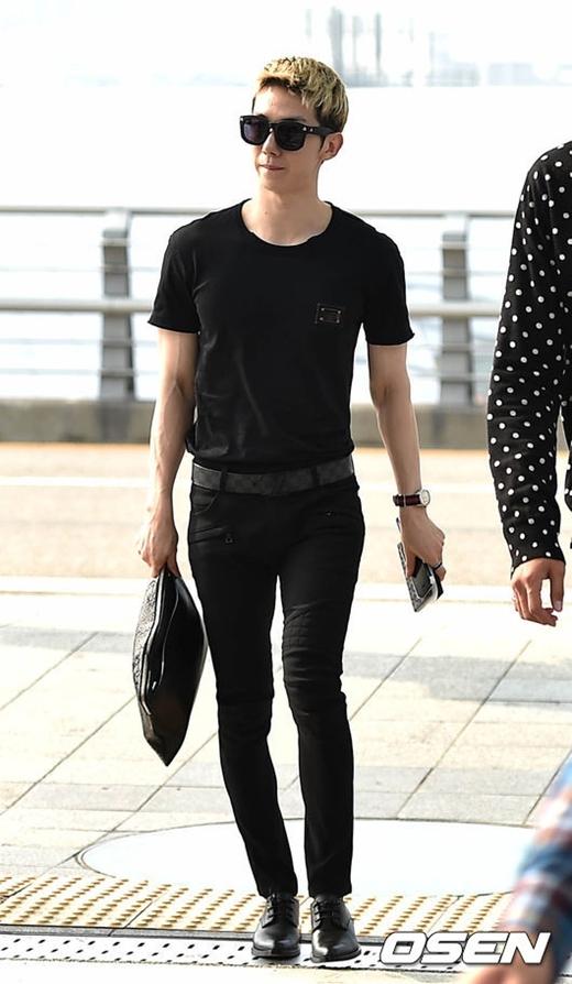 Không ít lần Jokwon (2AM) khiến các fan nữ phải trầm trồ ganh tị vẻ ngoài điển trai của anh. Ngoài ra, nam thần tượng còn được ưu ái sở hữu thêm đôi chân thon thả đáng mơ ước.
