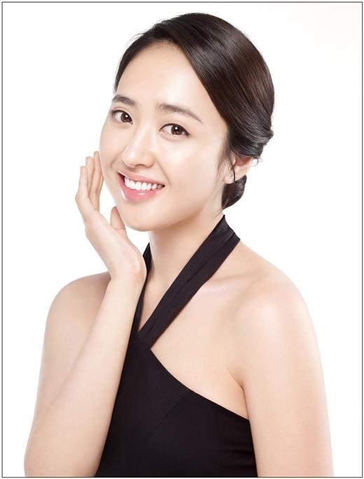 """Nữ diễn viên Kim Min Jung """"gục ngã"""" trước những chàng trai có nếp nhăn quanh mắt và nếu bụng hơi to một chút cũng không thành vấn đề."""