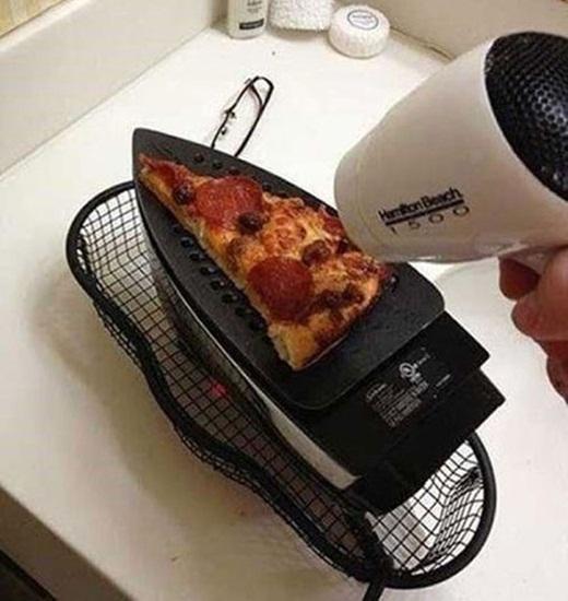 Bàn ủi cũng có thể biến thành máy nướng.