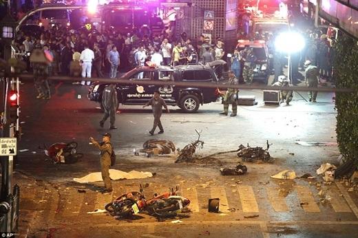 Những hình ảnh thương tâm sau vụ đánh bom.