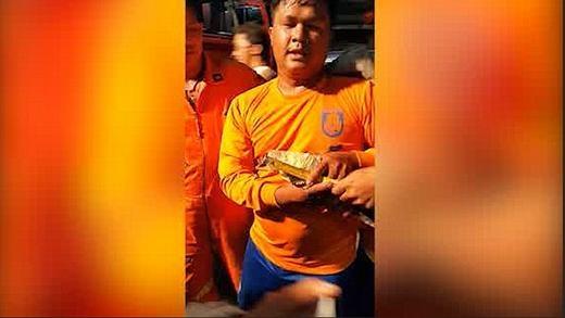 Tá hỏa phát hiện rắn khổng lồ tại nhà hàng Bangkok