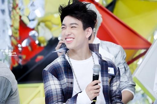 Jr. nổi tiếng là thành viên thân thiện nhất nhì GOT7, chính nụ cười trông như trẻ con đã giúp anh thu về lượng người hâm mộ hùng hậu.