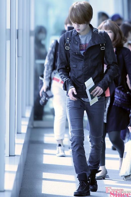 Sở hữu chiều cao 1,83m đáng mơ ước, Sungyeol (Infinite) dễ dàng chinh phục trái tim fan nữ bằng vẻ ngoài điển trai. Ngoài ra, anh còn được bình chọn là một trong những thần tượng có bờ vai mơ ước nhất làng nhạc Kpop.