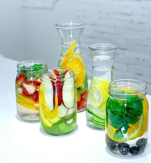 Ngoài công dụng tuyệt vời, thức uống này còn mê hoặc phái đẹp bởi những màu sắc rực rỡ.