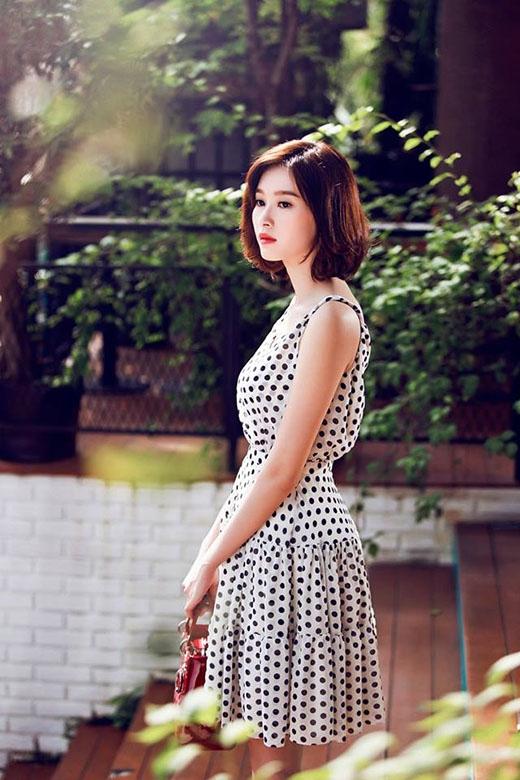 Sao Việt đồng loạt lăng xê mốt váy xòe cổ điển, thanh lịch