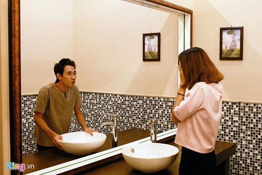 Tấm gương soi thần kì để thấy một con người khác của mình trong gương.
