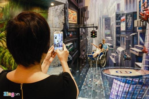 Dù ghi lại bằng máy ảnh hay điện thoại, khách vẫn có được tấm hình 3D như thật.