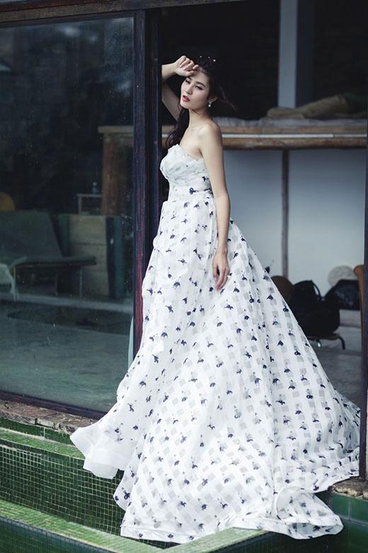 Xao xuyến trước váy cưới hoa lãng mạn cho mùa Thu - Đông