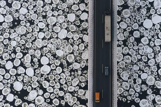 Chiếc cầu trên sông băng.