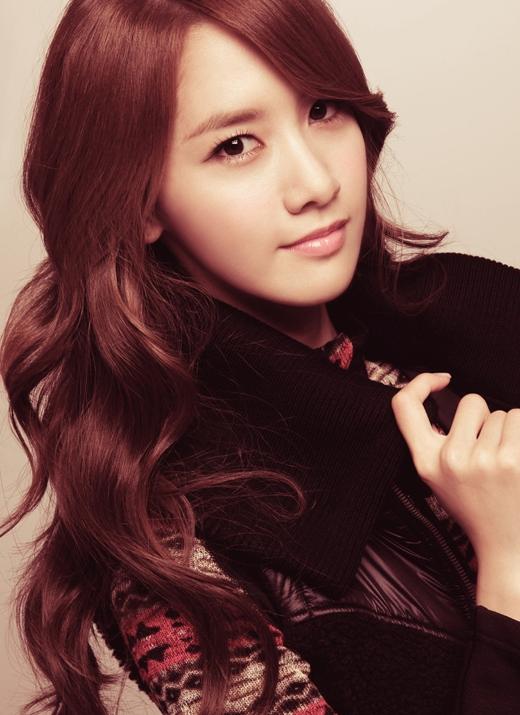 Khiêm tốn đứng ở vị trí thứ 10 là hai nữ ca sĩ diễn viên được yêu thích nhất Suzy và Yoona với khoảng 400 triệu đồng.