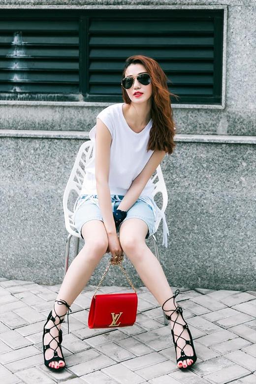 1001 cách biến tấu cực chất cùng áo phông trắng của sao Việt