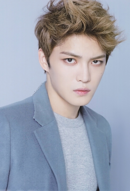 """Nhan sắc """"đẹp hơn hoa"""" từ khi ra mắt của Jaejoong đã thu hút sự chú ý của cộng đồng fan Kpop. Không chỉ được phái nữ ngưỡng mộ, mà số lượng fan nam của anh cũng không hề kém cạnh. Cựu thành viên DBSK còn hài hước tỏ ra thích thú khi được phái mạnh reo hò cổ vũ."""