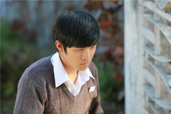 Hiện tại, anh chàng 21 tuổi này đang nhận được nhiều tình cảm của khán giả với vai chính trong bộ phim truyền hình Biệt thự Pensée đang phát sóng trên HTV9. - Tin sao Viet - Tin tuc sao Viet - Scandal sao Viet - Tin tuc cua Sao - Tin cua Sao