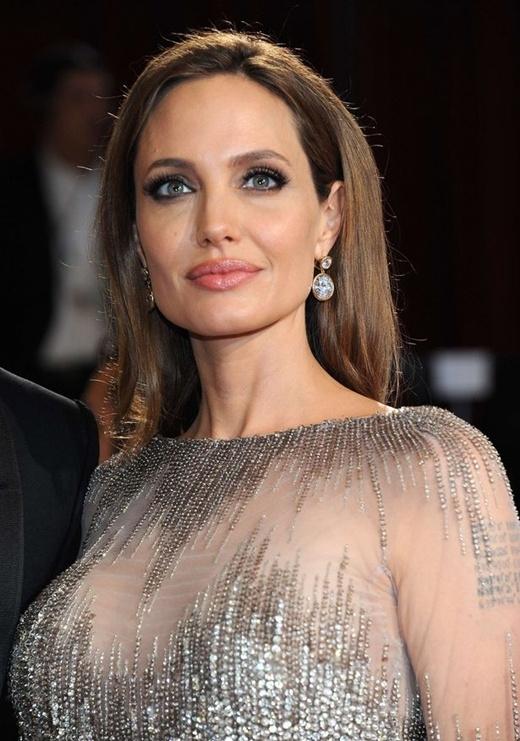 7. Angelina Jolie - 15 triệu USD (khoảng hơn 300 tỉ đồng)