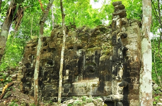 Thành phố cổ Lagunita trầm mặc giữa rừng già hàng nghìn năm nay không ai biết đến.