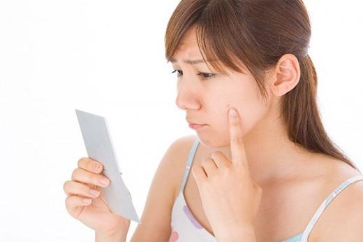 5 thói quen khó ưa khiến da đã mụn lại càng mụn