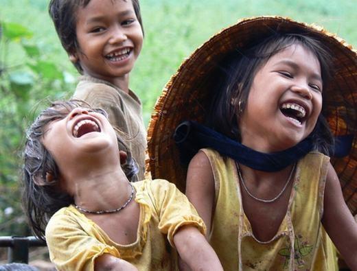 Nụ cười có tác dụng giảm cân. Theo một nghiên cứu, khi cười, cơ thể vận dụng khoảng 15 - 20 cơ mặt. 100 nụ cười tương đương việc tập thể dục hiệu quả trong 10 - 15 phút. Cười thoải mái và liên tục 20 giây có hiệu quả như bạn tập chèo thuyền trong 5 phút.