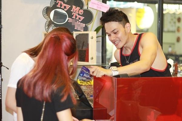 Sài Gòn: Phát ngất với quán cafe chỉ toàn trai đẹp phục vụ